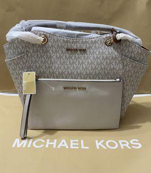 MICHAEL KORS 🤍BUNDLE🤍LARGE LEATHER SHOULDER BAG & LARGE LEATHER WRISTLET $250 🔥🔥 for Sale in Anaheim, CA