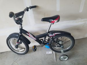Giant Kids bike with training wheels for Sale in Portland, OR