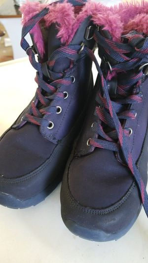 Cat & Jack Girl snow boots, size 1 for Sale in Kennewick, WA