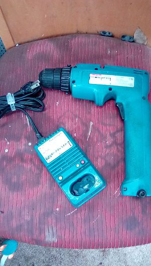 Makita cordless drill, battery, charger. Model 6095D for Sale in Fresno, CA