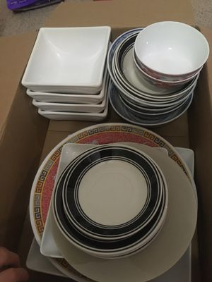 free bowls and plates must pick up for Sale in Sugar Land, TX