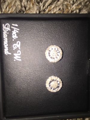 Diamond stud earrings for Sale in Mundelein, IL
