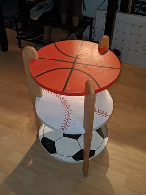 KIDS NIGHTSTAND TABLE for Sale in Kent, WA
