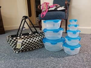 Adventuridge picnic basket and 8 lock & lock storage containers for Sale in Piedmont, SC