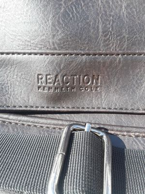 Kenneth Cole Messenger Bag for Sale in Norfolk, VA