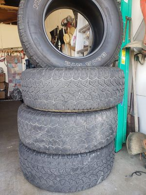 Tires Mickey thompson 265/70/17 one tire is cracked all the other tires are in good condition for Sale in Moreno Valley, CA