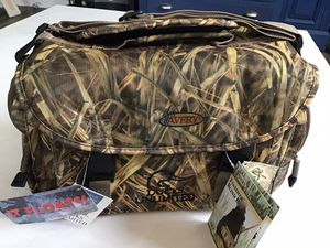 Brand New Ducks Unlimited Avery Finisher Floating Blind Bag for Sale in Goodlettsville, TN