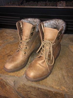 Women's fashion boots for Sale in Vidalia, GA