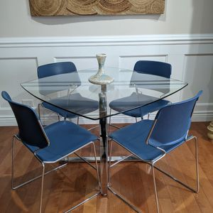 Gorgeous Chrome & Tempered Glass 5 pc Dining Set~ Table + 4 Chairs for Sale in Schaumburg, IL