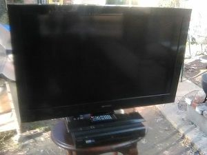 Emerson 40 inch TV with remote control and 3 HDMI ports for Sale in Washington, DC