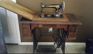 Antique Singer Sewing Machine with Cabinet for Sale in Clovis, CA