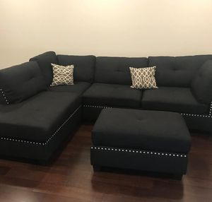 "Contemporary black linen sofa sectional with ottoman reversible 104""x75 for Sale in Boca Raton, FL"
