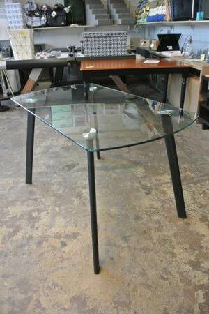 Modern Mid Century Tempered Glass Kitchen Dining Room Table for Sale in Mesa, AZ