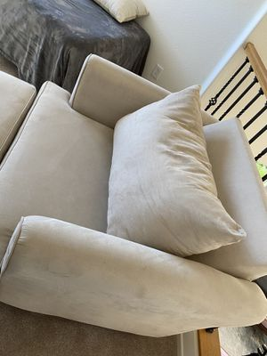 Cream oversized chair from Mor Furniture $575 OBO for Sale in Chula Vista, CA