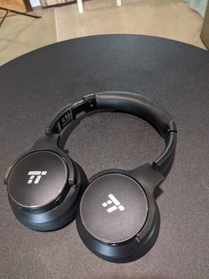 TaoTronics noise cancelling Bluetooth headphones w/ case for Sale in San Diego, CA