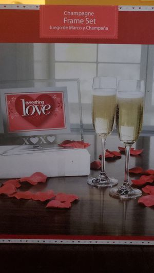 Lovers Champaign and Frame Set for Sale in Silver Spring, MD