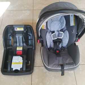 Graco Baby Car Seat And Base for Sale in Leander, TX