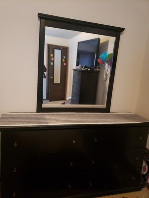 Originally $500, Lightly used dresser set with matching headboard(not pictured) pick up only. for Sale in Omaha, NE