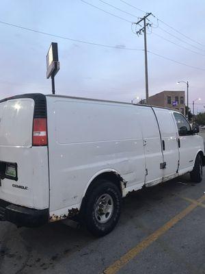 Chevy express 3500. 2004. 163000 miles. /. Or cambio por algo más grande. (Traid) for Sale in Chicago, IL