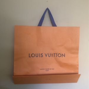 GIFT 🎁 BAG , LOUIS VUITTON , Large for Sale in Miami, FL