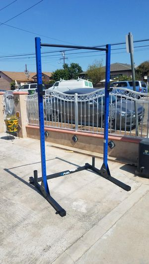 Half Power Rack 7 foot with pull up bar and plate holders Brand new in box for Sale in Montebello, CA