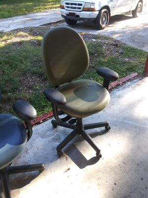 FIVE MATCHING ADJUSTABLE STEELCASE OFFICE CHAIRS for Sale in Tampa, FL