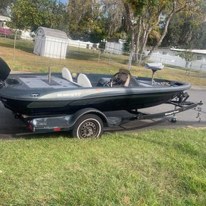 17 Foot Bass Boat And Trailer for Sale in Bartow, FL