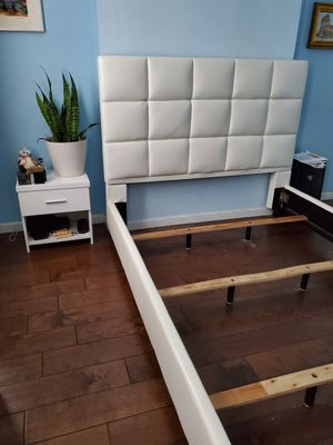 White leather bed frame queen size and night stand for Sale in Queens, NY