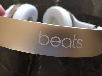 Beats by Dre Solo Wireless On-Ear Headphones (gold) — GREAT CONDITION! for Sale in San Diego,  CA
