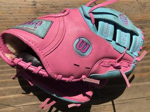 "Wilson ""it's a girl thing"" 10"" Kids T-ball, Softball, Baseball Glove! for Sale in Portland, OR"