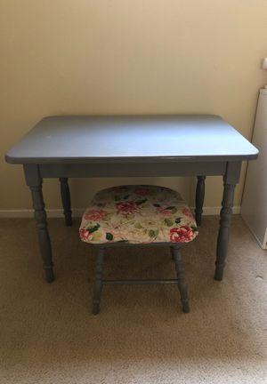 Kids table desk vanity for Sale in Los Angeles, CA
