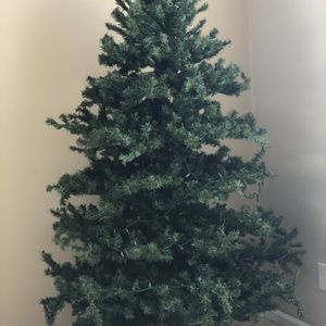 """Free! Christmas Tree 6"""" Ft for Sale in Indianapolis, IN"""