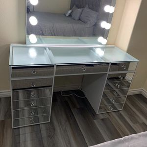 New All Mirror Vanity With Beautiful Details 🤩 for Sale in Perris, CA