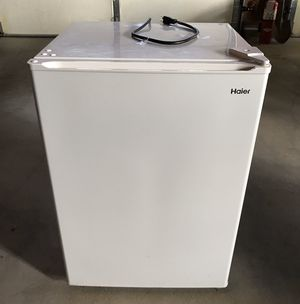 Haier 2.7 cu ft Compact White Refrigerator / Freezer for Sale in Blackstone, MA