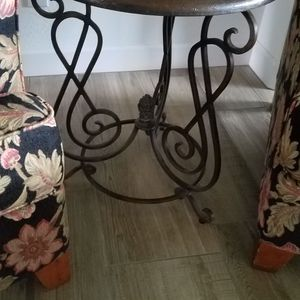 Metal End Table for Sale in Gilbert, AZ
