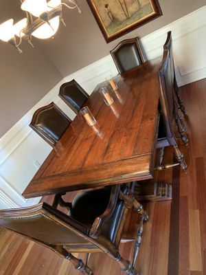 Dining room table and chairs for Sale in Portland, OR
