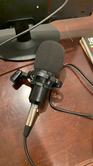Microphone with popfilter, good sound quality, noise cancelling for Sale in Las Vegas, NV