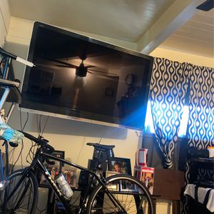 Sharp 60' Inch Tv for Sale in Vernon, CA
