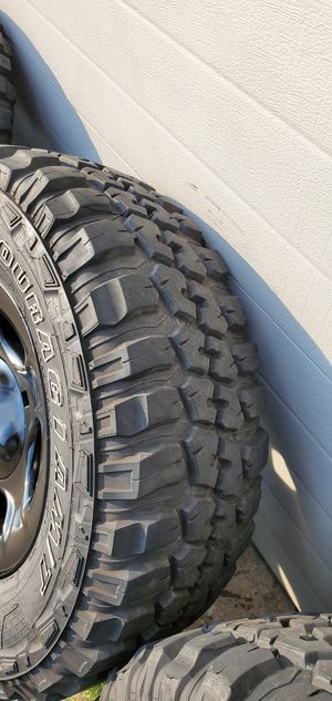 "17"" Federal Couragia M/T mud tires and rims 285 70r17 for Sale in Burr Ridge, IL"