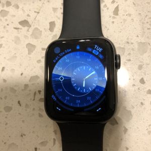 i Watch Series 5 44mm Space Grey for Sale in Ashburn, VA