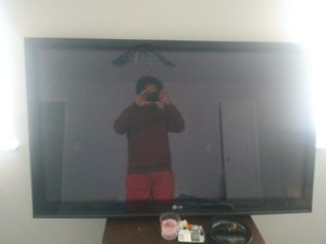 Lg 55 inch tv ( no remote buttons work great though!) for Sale in Grove City, OH