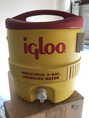 IGLOO industrial 3-GAL Cooler.. for Sale in Moreno Valley, CA