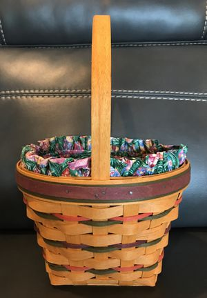 Longaberger Easter Basket with Tie-On for Sale in Greensburg, PA