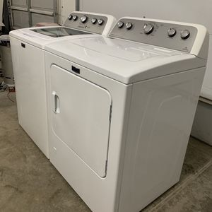 Whilpool Washer And Dryer for Sale in Cleveland, OH