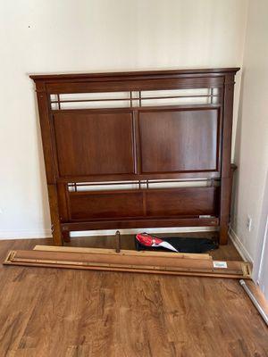 Queen Bedroom Set (Cherry Wood) for Sale in Hemet, CA