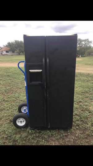 Black side by side fridge for Sale in Lawn, TX