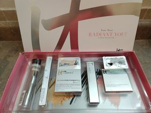 it cosmetics 5 piece collection Radiant You (new) for Sale in Brush Prairie, WA