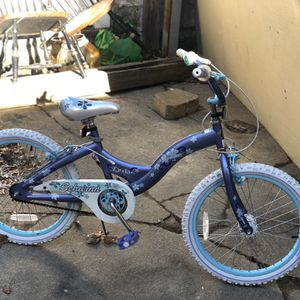girls bike good condition for Sale in Somerville, MA
