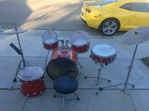 Drum set.