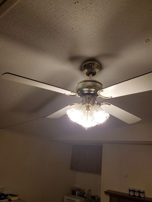 Light fixtures free for Sale in Greenville, SC